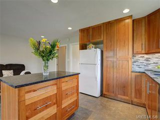 Photo 10: 4077 N Livingstone Ave in VICTORIA: SE Mt Doug Single Family Detached for sale (Saanich East)  : MLS®# 753942
