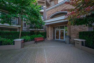 Photo 1: 102 8915 202 Street in Langley: Walnut Grove Condo for sale : MLS®# R2192394