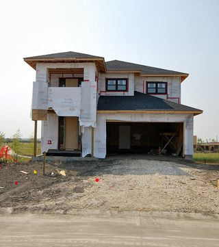 Photo 3: 10 Willow Creek Road in Winnipeg: Single Family Detached for sale (1R)