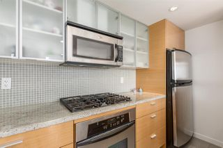 "Photo 10: 1805 33 SMITHE Street in Vancouver: Yaletown Condo for sale in ""COOPERS LOOKOUT"" (Vancouver West)  : MLS®# R2205849"