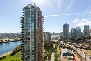 "Photo 2: 1805 33 SMITHE Street in Vancouver: Yaletown Condo for sale in ""COOPERS LOOKOUT"" (Vancouver West)  : MLS®# R2205849"