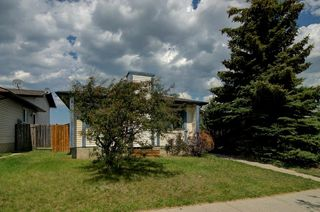 Photo 2: 244 BEDDINGTON Drive NE in Calgary: Beddington Heights House for sale : MLS®# C4195161
