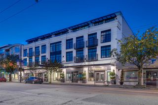 "Main Photo: 101 4355 W 10TH Avenue in Vancouver: Point Grey Condo for sale in ""IRON & WHYTE"" (Vancouver West)  : MLS®# R2333636"