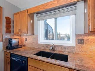 Photo 7: 12 140 STRATHAVEN Circle SW in Calgary: Strathcona Park Semi Detached for sale : MLS®# C4229318