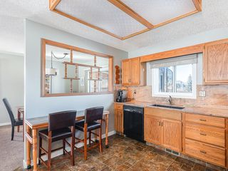 Photo 8: 12 140 STRATHAVEN Circle SW in Calgary: Strathcona Park Semi Detached for sale : MLS®# C4229318