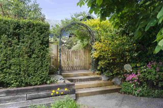 Main Photo: 863 17TH Street in West Vancouver: Ambleside House for sale : MLS®# R2359542