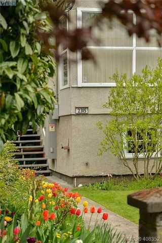 Photo 2: 2315 WARK Street in VICTORIA: Vi Central Park Revenue 4-Plex for sale (Victoria)  : MLS®# 408352