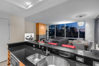 """Photo 4: 3405 1077 W CORDOVA Street in Vancouver: Coal Harbour Condo for sale in """"Shaw Tower"""" (Vancouver West)  : MLS®# R2371479"""