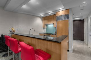"""Photo 6: 3405 1077 W CORDOVA Street in Vancouver: Coal Harbour Condo for sale in """"Shaw Tower"""" (Vancouver West)  : MLS®# R2371479"""