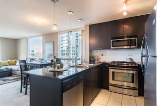 "Photo 10: 1107 39 SIXTH Street in New Westminster: Downtown NW Condo for sale in ""QUANTUM"" : MLS®# R2371765"