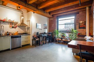 """Photo 3: 418 55 E CORDOVA Street in Vancouver: Downtown VE Condo for sale in """"Koret Lofts"""" (Vancouver East)  : MLS®# R2380964"""