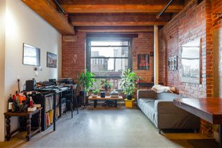 """Photo 4: 418 55 E CORDOVA Street in Vancouver: Downtown VE Condo for sale in """"Koret Lofts"""" (Vancouver East)  : MLS®# R2380964"""