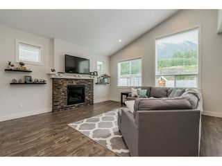 "Photo 3: 50300 KENSINGTON Drive in Chilliwack: Eastern Hillsides House for sale in ""Elk Creek Estates"" : MLS®# R2381564"