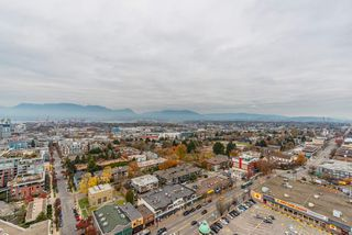 "Photo 7: 2303 285 E 10TH Avenue in Vancouver: Mount Pleasant VE Condo for sale in ""The Independent"" (Vancouver East)  : MLS®# R2418764"