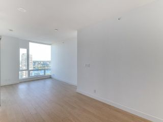 """Photo 4: 3505 1283 HOWE Street in Vancouver: Downtown VW Condo for sale in """"TATE DOWNTOWN"""" (Vancouver West)  : MLS®# R2496200"""
