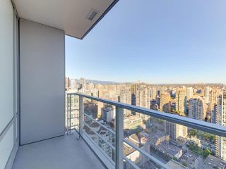 """Photo 13: 3505 1283 HOWE Street in Vancouver: Downtown VW Condo for sale in """"TATE DOWNTOWN"""" (Vancouver West)  : MLS®# R2496200"""