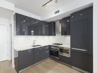 """Photo 2: 3505 1283 HOWE Street in Vancouver: Downtown VW Condo for sale in """"TATE DOWNTOWN"""" (Vancouver West)  : MLS®# R2496200"""