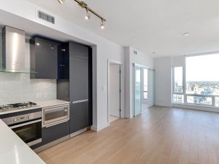 """Photo 3: 3505 1283 HOWE Street in Vancouver: Downtown VW Condo for sale in """"TATE DOWNTOWN"""" (Vancouver West)  : MLS®# R2496200"""