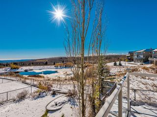 Photo 16: 5 Val Gardena View SW in Calgary: Springbank Hill Detached for sale : MLS®# A1043905