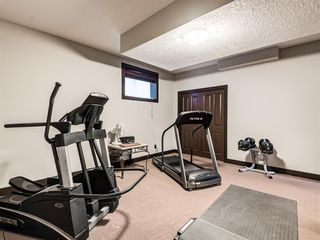 Photo 38: 5 Val Gardena View SW in Calgary: Springbank Hill Detached for sale : MLS®# A1043905