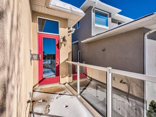 Photo 12: 5 Val Gardena View SW in Calgary: Springbank Hill Detached for sale : MLS®# A1043905