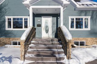 Photo 2: 230 24 Avenue NE in Calgary: Tuxedo Park Detached for sale : MLS®# A1057566