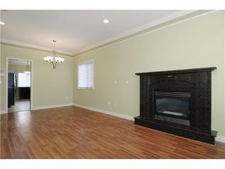 Photo 3: 949 E 39TH Avenue in Vancouver: Fraser VE House for sale (Vancouver East)  : MLS®# V940175