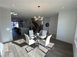 Photo 5: 308 30 Avenue NE in Calgary: Tuxedo Park Semi Detached for sale : MLS®# C4273356