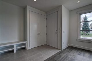 Photo 2: 308 30 Avenue NE in Calgary: Tuxedo Park Semi Detached for sale : MLS®# C4273356
