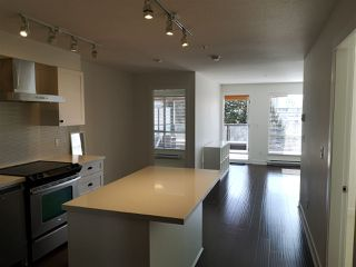 Photo 5: 417 500 ROYAL Avenue in New Westminster: Downtown NW Condo for sale : MLS®# R2444936