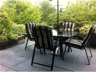 "Photo 2: 111 74 MINER Street in New Westminster: Fraserview NW Condo for sale in ""Fraserview Park"" : MLS®# V968271"