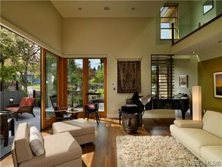 Photo 3: 915 Runnymede Place in VICTORIA: OB South Oak Bay Single Family Detached for sale (Oak Bay)  : MLS®# 318840