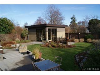 Photo 16: 915 Runnymede Place in VICTORIA: OB South Oak Bay Single Family Detached for sale (Oak Bay)  : MLS®# 318840