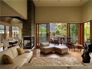 Photo 2: 915 Runnymede Place in VICTORIA: OB South Oak Bay Single Family Detached for sale (Oak Bay)  : MLS®# 318840