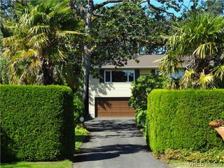 Photo 3: 3220 BEACH Drive in VICTORIA: OB Uplands Residential for sale (Oak Bay)  : MLS®# 313381