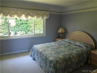 Photo 16: 3220 BEACH Drive in VICTORIA: OB Uplands Residential for sale (Oak Bay)  : MLS®# 313381