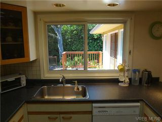 Photo 11: 3220 BEACH Drive in VICTORIA: OB Uplands Residential for sale (Oak Bay)  : MLS®# 313381