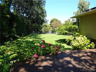 Photo 5: 3220 BEACH Drive in VICTORIA: OB Uplands Residential for sale (Oak Bay)  : MLS®# 313381