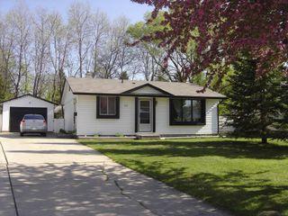 Photo 1: 67 Mount Allison Bay in Winnipeg: Fort Garry / Whyte Ridge / St Norbert Single Family Detached for sale (South Winnipeg)  : MLS®# 1302126