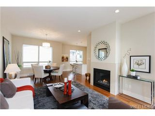 Photo 3: Fee Simple Townhome in Sidney By The Sea