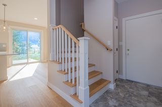 Photo 5: 2240 Southeast 15 Avenue in Salmon Arm: HILLCREST HEIGHTS House for sale (SE Salmon Arm)  : MLS®# 10158069
