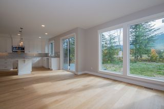Photo 13: 2240 Southeast 15 Avenue in Salmon Arm: HILLCREST HEIGHTS House for sale (SE Salmon Arm)  : MLS®# 10158069