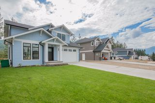Photo 2: 2240 Southeast 15 Avenue in Salmon Arm: HILLCREST HEIGHTS House for sale (SE Salmon Arm)  : MLS®# 10158069