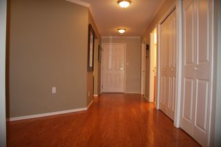 Photo 5: 210 2626 Countess Place in Abbotsford: Condo for sale : MLS®# R2360514