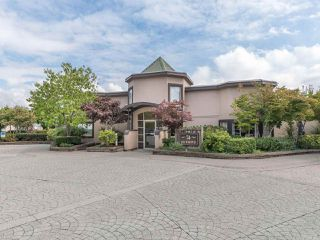 "Photo 1: 406 74 RICHMOND Street in New Westminster: Fraserview NW Condo for sale in ""Governors Court"" : MLS®# R2407457"