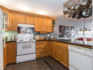 "Photo 12: 406 74 RICHMOND Street in New Westminster: Fraserview NW Condo for sale in ""Governors Court"" : MLS®# R2407457"