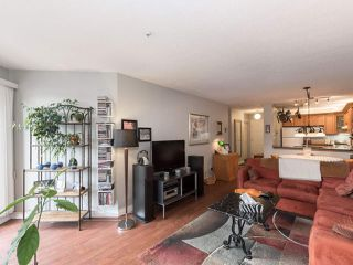 "Photo 7: 406 74 RICHMOND Street in New Westminster: Fraserview NW Condo for sale in ""Governors Court"" : MLS®# R2407457"