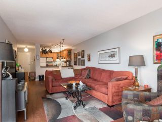 "Photo 6: 406 74 RICHMOND Street in New Westminster: Fraserview NW Condo for sale in ""Governors Court"" : MLS®# R2407457"