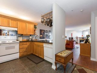 "Photo 11: 406 74 RICHMOND Street in New Westminster: Fraserview NW Condo for sale in ""Governors Court"" : MLS®# R2407457"