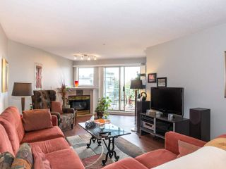 "Photo 4: 406 74 RICHMOND Street in New Westminster: Fraserview NW Condo for sale in ""Governors Court"" : MLS®# R2407457"